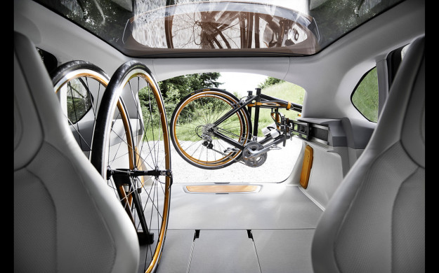 2013-BMW-Concept-Active-Tourer-Outdoor-Interior-3-1280x800